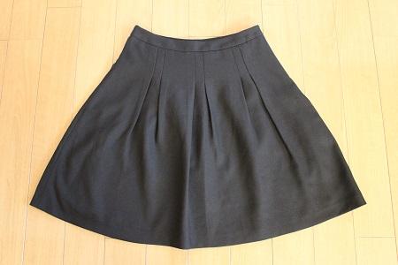 ふんわり黒スカート