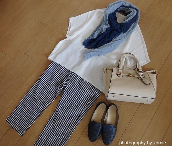 白のスキッパーシャツのコーデ例