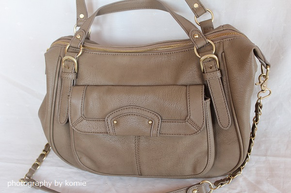 ベージュの2WAYバッグ