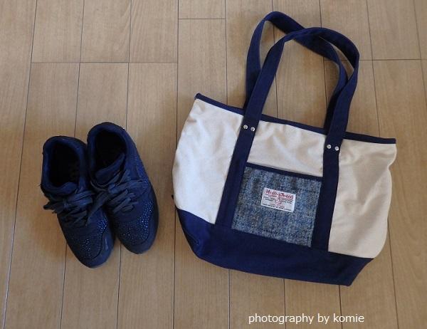 ネイビースニーカーとバッグ